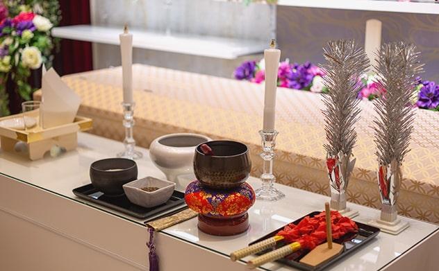 家族葬祭壇の仏具一式、ロウソクや鈴など