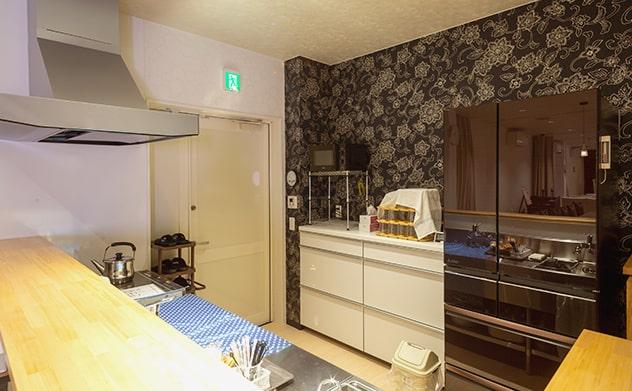 家族葬邸宅の式場設備のキッチン