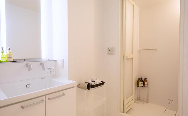家族想邸宅の洗面所と浴室
