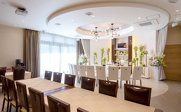 家族想邸宅みつわ野沢店の外食テーブル