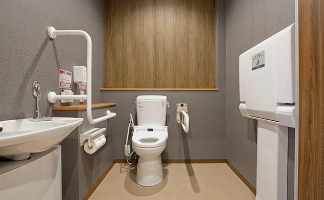 バリアフリーの広めのトイレ