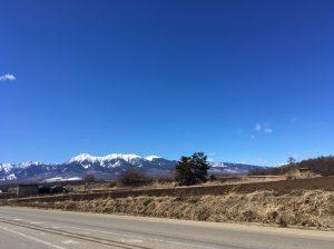 車から見た八ヶ岳の景色